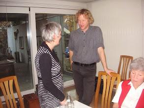 Photo: Links die Zuständige Frau für Veranstaltungen und rechts unser musikalischer Leiter Simon Dettwiler.