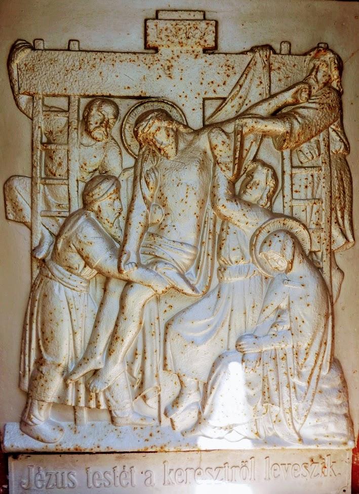 Szakcs - Szent Kereszt megtalálása rk. templom a keresztúttal