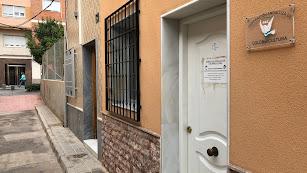 Sede de la Federación Andaluza de Colombicultura cerrada ayer