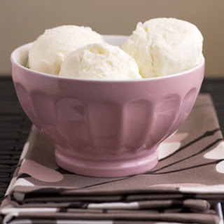 Homemade Easy Vanilla Ice Cream.