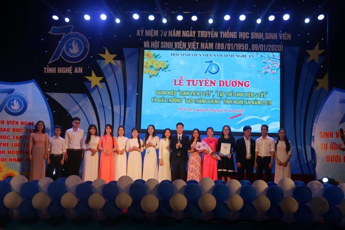 """Hội Sinh viên tỉnh ra mắt Câu lạc bộ """"Sinh viên 5 tốt"""" gồm 20 thành viên"""