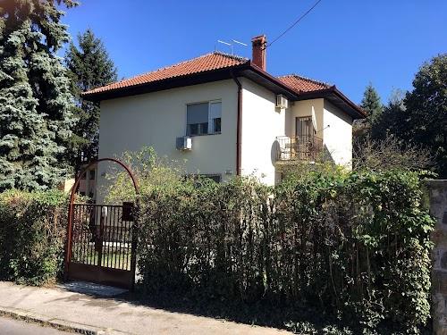 Kuća, Dedinje, Vile Raviojle, 300 m2, plac 7 ari