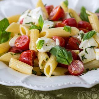 6-Ingredient Caprese Pasta Salad