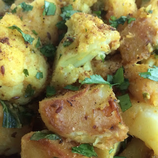 Cauliflower and Potatoes with Indian Spices (Aloo Gobhi) Recipe