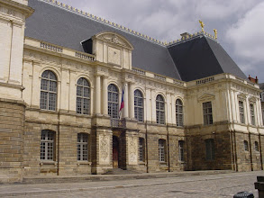 Photo: The Parlement de Bretagne (Parliament of Brittany, Plasenn Breujou Breizh) is the most famous building in Rennes from the 17th century. It was rebuilt after a terrible fire in 1994, and today houses the Rennes court of appeal.