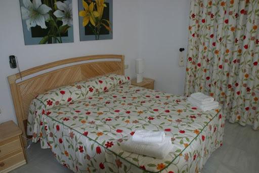 Villa 3 Dormitorios Piscina Privada R194 Calle Coin Complejo Buganvillas Casa 1A