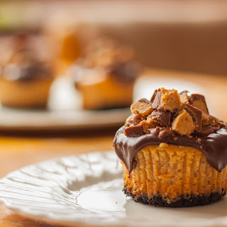 Reese's Peanut Butter Cup Mini Cheesecake Cupcakes