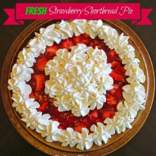 Fresh Strawberry Shortbread Pie