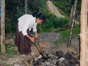 Photo: Vorbereitung eines traditionellen Hot Stone Bath