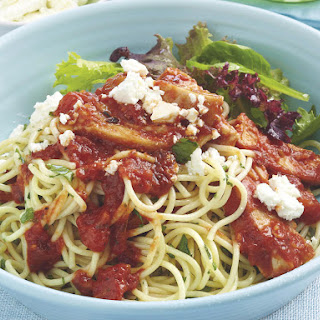 Spaghetti with Spicy Chicken and Feta