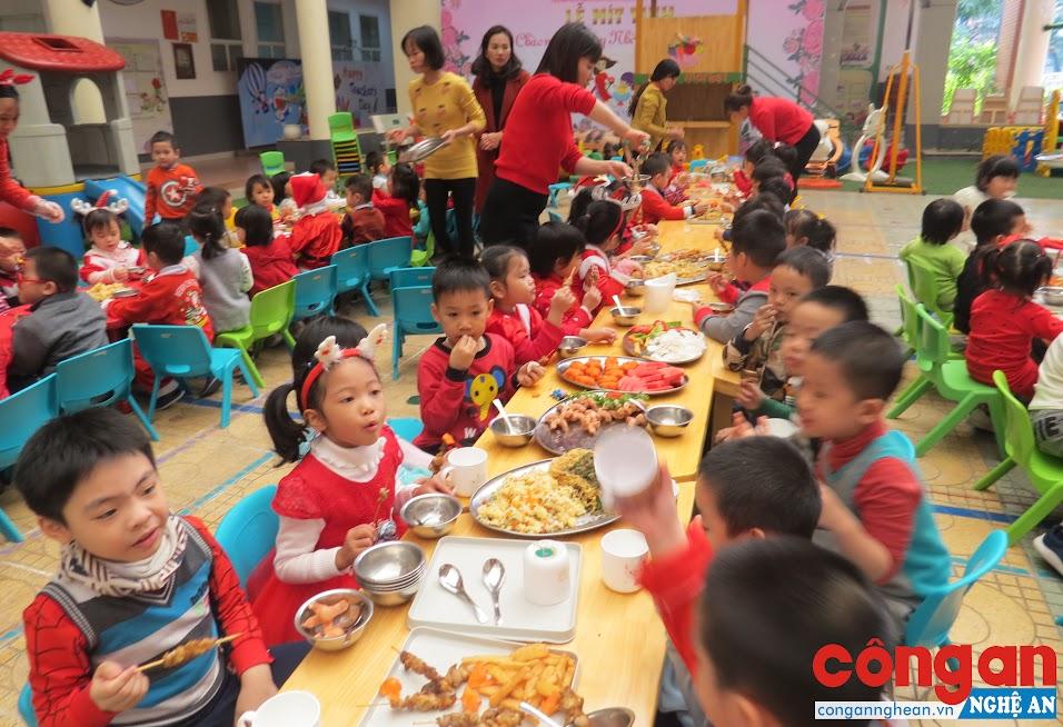 Nâng cao chất lượng an toàn vệ sinh thực phẩm không chỉ là trách nhiệm mà còn là cách thể hiện cái tâm đối với nghề trong mỗi nhà trường