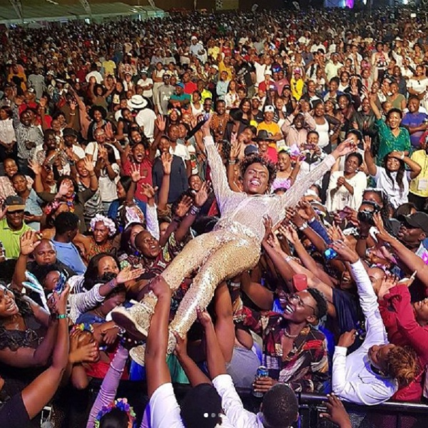 Somizi crowd surfing. Image: INSTAGRAM