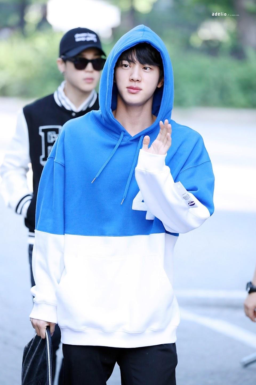 bts jin shoulders1