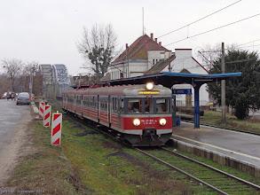 """Photo: EN57-810, IR """"Drwęca"""" Poznań Główny - Olsztyn Główny {Toruń Miasto; 2014-12-18}"""