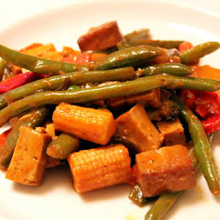Simple, Healthy Asian Stir Fry with Veggies and Tofu.