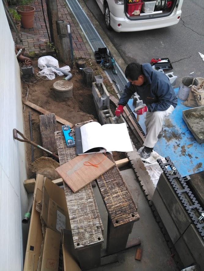 テラス屋根の土台にもなるブロック積み