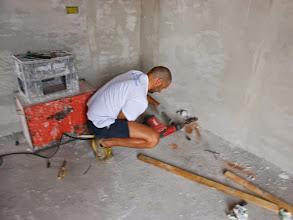 Photo: Idraulico Amos con trapano.