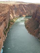 Photo: le Colorado en aval du barrage