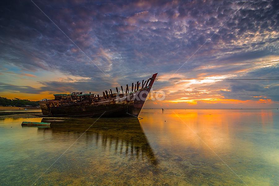 Rise and Down by Budi Astawa - Transportation Boats ( morning at mertasari )