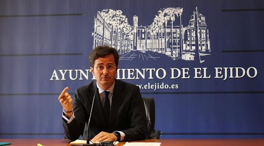 El alcalde de El Ejido respalda a su edil de Servicios Sociales