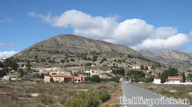 Photo: Los banos De Fortuna ligger vackert inbäddat mellan höga berg