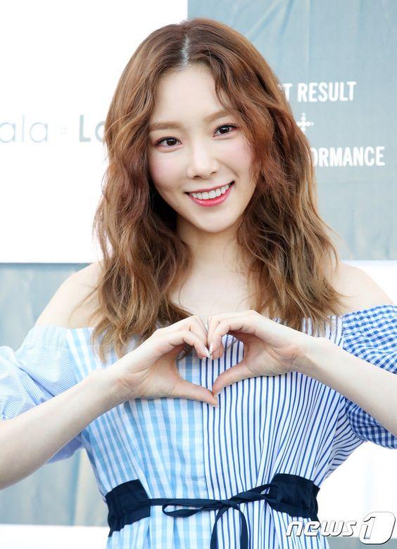 taeyeon shoulder 6
