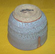 写真: かいらぎ釉窯変ぐい呑み:高台 日展会友:平良幸春作  掲載作品のお問い合わせは ℡/FAX 098-973-6100でお願致します。