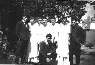 Photo: Faes, Ribón, Cícero, Javier Fdez. Martín, Rescalvo, Valdés, Manolo, Medarde. Detrás casi tapados, Carrizo y José Manuel Fernández Sánchez.
