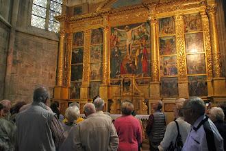 Photo: Dans la Chapelle du Corpus Domini le retable du Crucifix (Passion du Christ en 16 médaillons), chef d'oeuvre attibué à Antoine Ronzen.