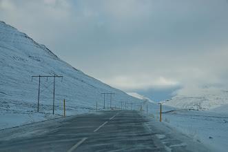 Photo: Curiosas cortinas de nieve movidas por el viento. En movimiento resultar muchísimo más curiosas.