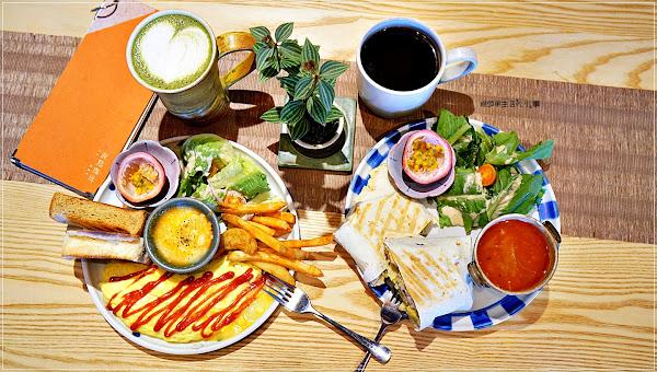 圓點珈琲/板橋捷運站~板橋唯一一間以自製陶器為主題的甜品輕食咖啡館,價格親民,料多份量大,CP值超高的早午餐餐廳