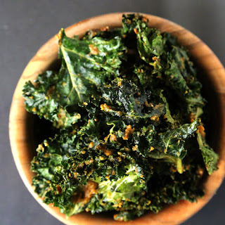 Cheesy Vegan Kale Chips