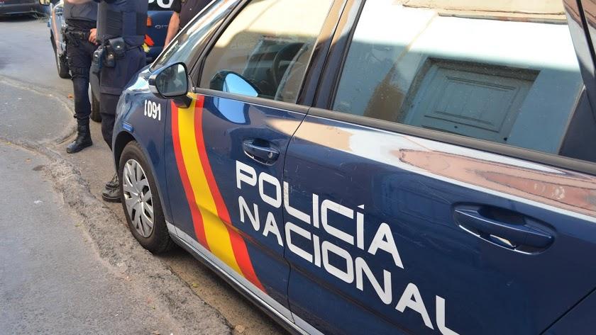 La Policía Nacional detiene a dos personas por irregularidades en inspecciones urbanísticas.