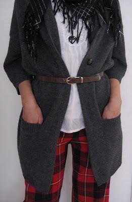 Gilet Comptoir des Cotonniers Blouse Zara Ceinture vintage de ma maman.  Pantalon écossais rouge pétant Highlander Caroll collection 2002 ou 2003 92db8c9ae915