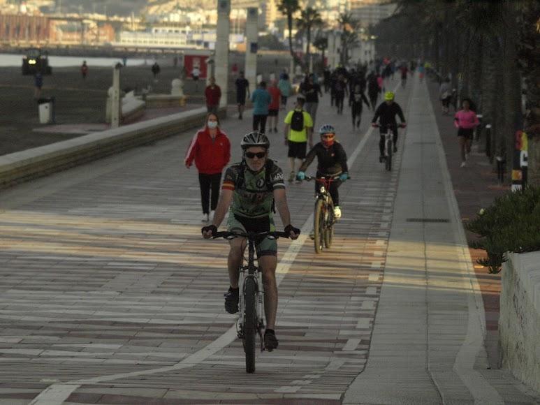 Poco antes de las ocho de la mañana una vuelta en bici.