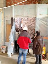 Photo: Boiseries anciennes conservées - accès escalier XVIIIe vers espace grandes œuvres