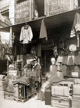 Photo: Comercio de aarticulos para hombres , rue Dupetit- Thouars ( 3 arr), 1910