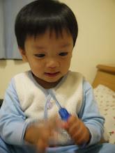 Photo: 搶牙刷,還在哭