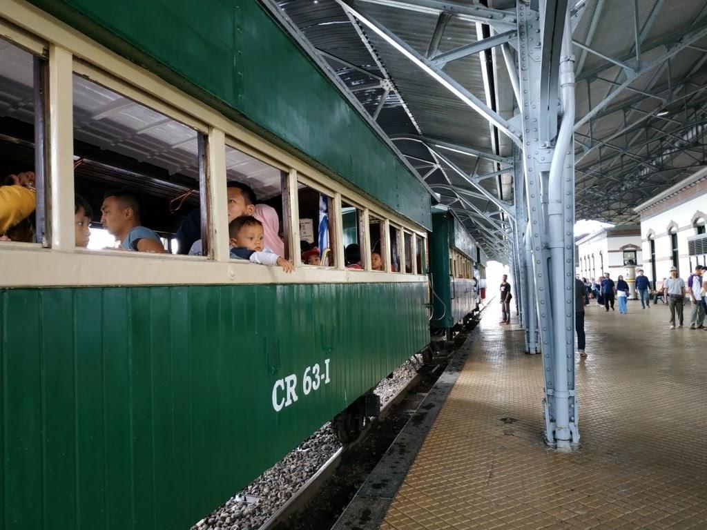naik kereta api lama
