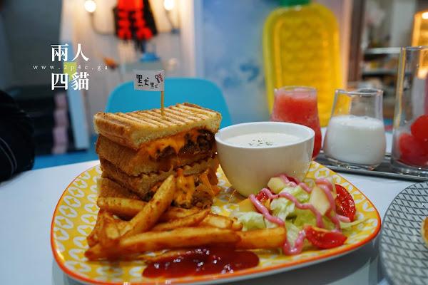 全台灣唯一泳池風下午茶就在新竹!默默 reviver 鬆餅炸雞、無臉男蛋糕、西瓜牛奶 好吃又好拍!