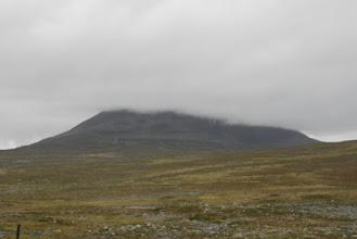 Kuva: Kilpisjärven mahtava Saana oli osittain pilviverhon suojassa