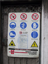 Photo: Construction Warning Sign in Rome, Italy