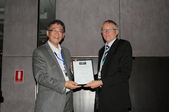 Photo: Best Paper Award William Lim