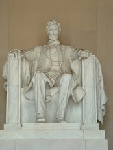 Photo: Statue of Abraham Lincoln.