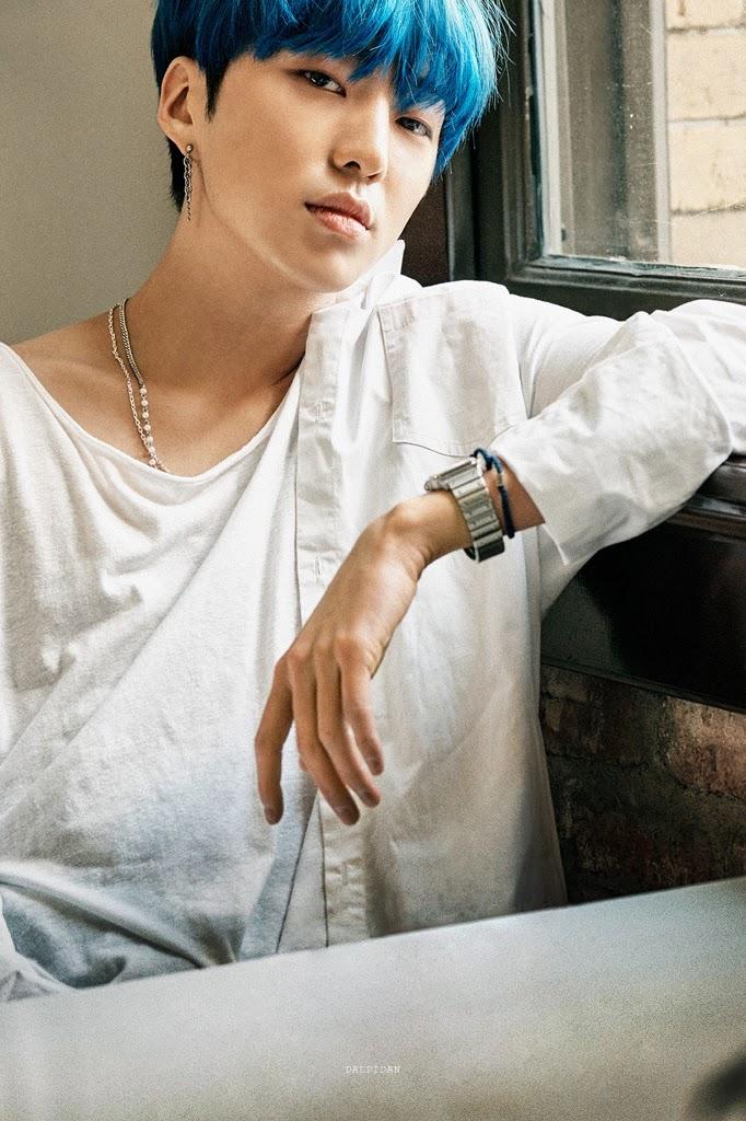 winner-seungyoon-blue-hair-682x1024