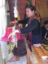Photo: An ethnic Phu Thai weaver from the northeastern village of Ban Poen in Kalasin province demonstrates the weaving of the exquisite Praewa silk unique to her village at JJ Mall next to Chatuchak.