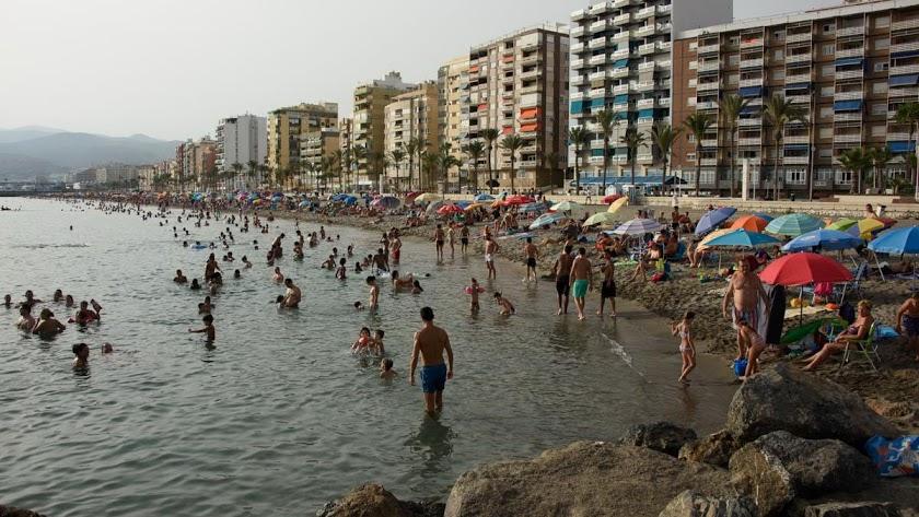 Playas abarrotadas en días de calor.