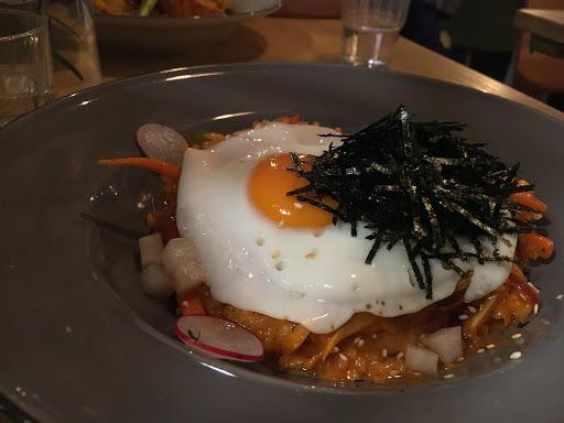 是間很有格調的素食餐廳,點的泡菜燉飯很好吃,裡面有放青椒但卻讓討厭青椒的我都願意吃!