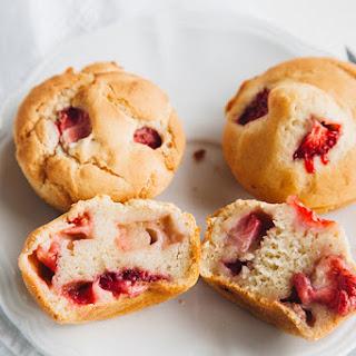 Low-Fat Strawberry Muffins (Vegan + Gluten-free Option)