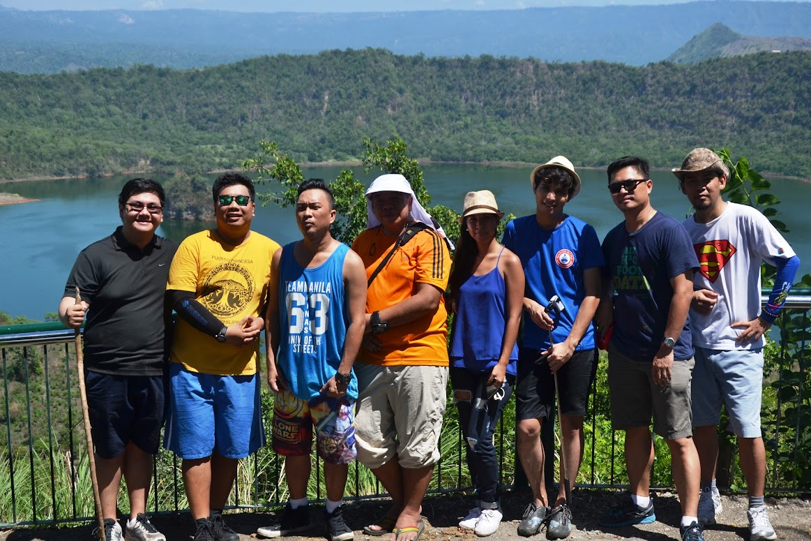 PBNET MEMBERS AND BLOGGERS WITH GLOBE CORPORATE COMMUNICATIONS TEAM AT THE VIEW DECK OF TAAL VOLCANO MAIN CRATER.